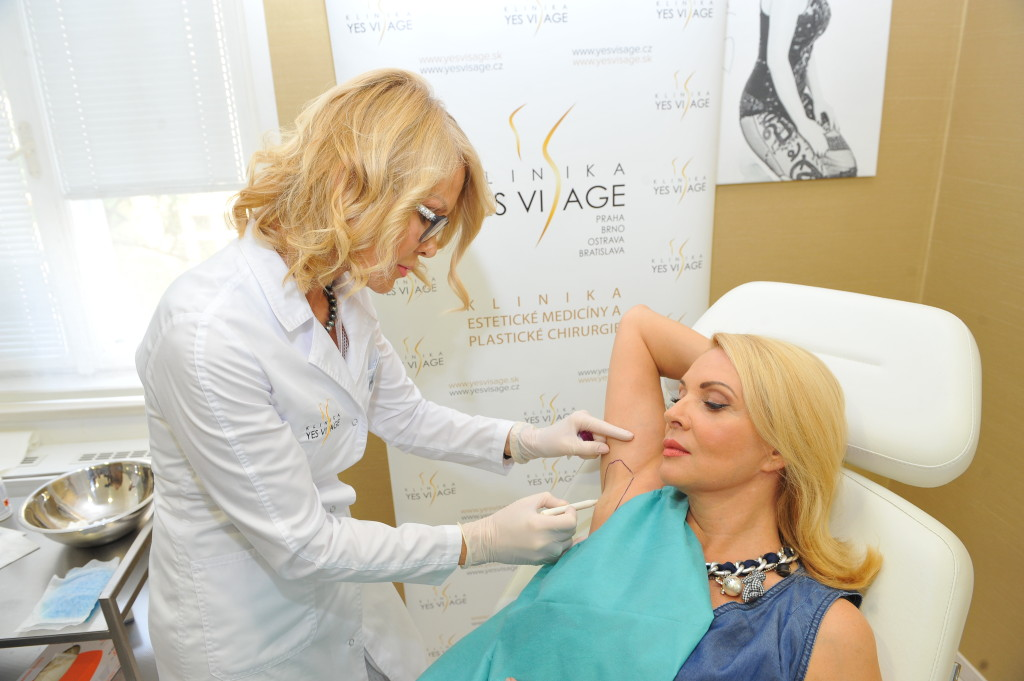 Zdena Studenkova - aplikace botoxu YES VISAGE