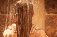 sprcha-sprchujuca-zena-nestandard2